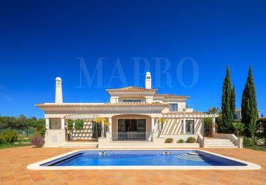 Beautifully Presented 4 Bed Villa