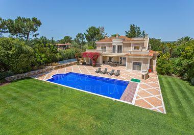 A Spacious 6 Bedroom Villa