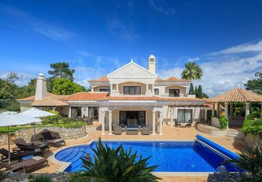 A Beautifully Presented Villa